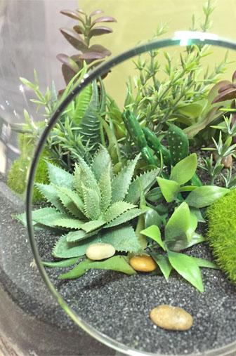 Diy un terrarium de plantes artificielles la for Plantes artificielles occasion